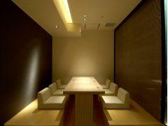 レストランには、半個室の小上がり席もございます。