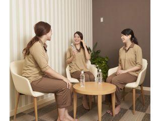 女性ロッカールームには、気兼ねなくおしゃべりできるスペースも♪