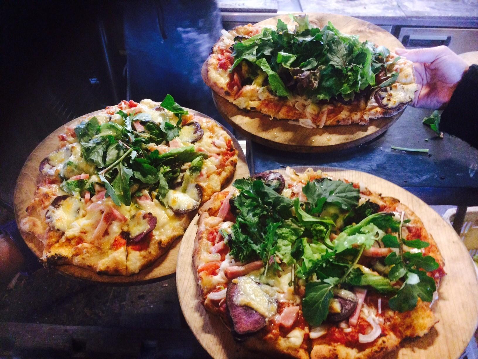 【自分で収穫、自由に盛り付け】!★ピザ作り体験★~オーガニック野菜で作る石窯ピザ...