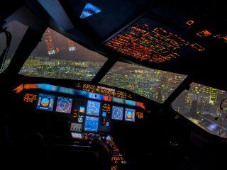 《60分体験コース》【コックピットに座りA320を操縦~現役パイロットの訓練にも使用~】桜木町より徒歩5分