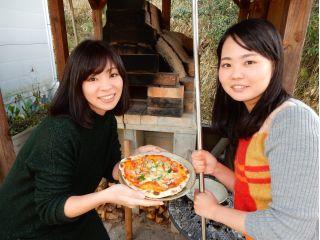 450℃に熱しられたピザ窯で焼くピザは美味しくて楽しくて最高です!
