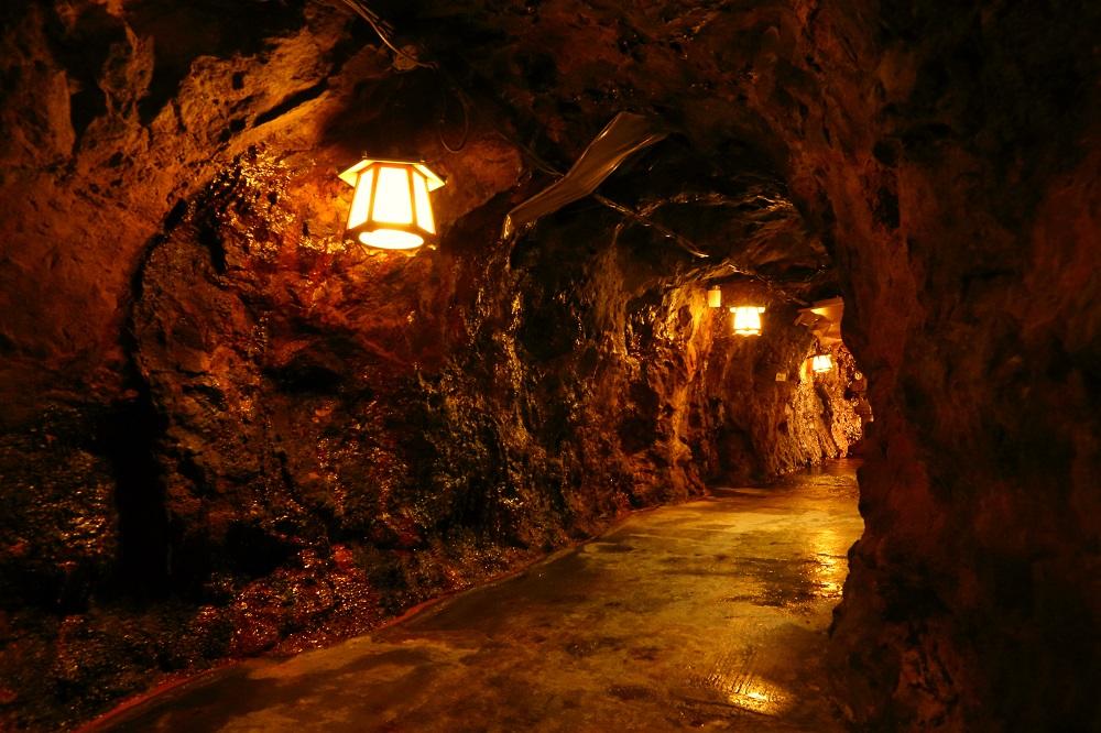 地下36メートルの洞窟体験へ!大迫力の波しぶきを体験しよう!フォトスポットも満載...