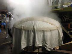 酒米の蒸し工程 最大1トンを炊き上げる