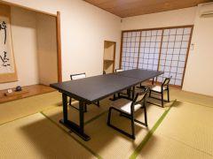 和室10畳間・テーブル椅子席・除菌済み