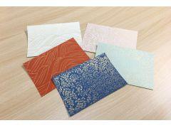 版木の文様、合わせる紙の色によって仕上がりは様々。