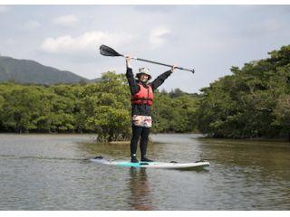 石垣島のマングローブ林をSUPで探検