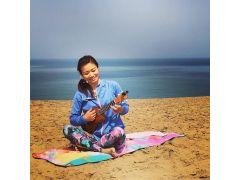 歌うヨガインストラクターのErikoがみなさまに活力あふれる時間をお届けいたします!