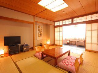 ゆっくりとおくつろぎいただける和室(8畳)をご用意いたします。ご家族やカップルまたはお仲間とくつろぎのひと時をお過ごしください。
