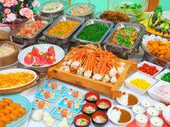 和洋中さらにはお寿司まで、約40品目と充実した豪華バイキングをご堪能ください。