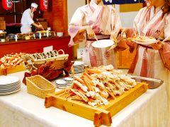 身がしっかり詰まったズワイカニが食べ放題!そのままでも蟹酢をつけてもおいしく召し上がれます。