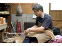 板を編み合わせて、「ささら」という伝統楽器をつくろう!