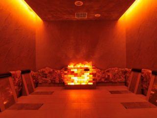 岩盤浴 橙(だいだい) 岩盤浴は4つのお部屋に分かれており、それぞれ湿度や温度、敷いている岩石が異なりお楽しみいただけます。