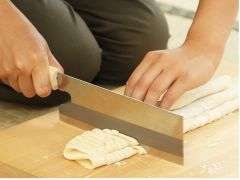 包丁で切っていきます
