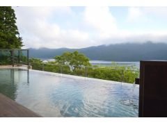 女性露天風呂から見る芦ノ湖の絶景!