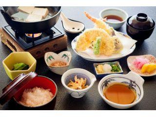 龍宮殿調理長オススメ「箱根姫の水たま肌もめん湯豆腐御膳」