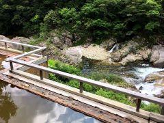 渓谷を望む温泉を満喫