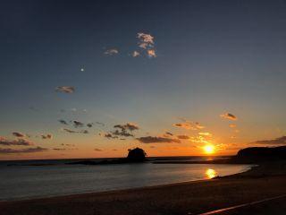 【当日予約OK!!】【12〜2月限定】あづり浜でサンセットファイヤー♪ 〜たき火を囲みながら沈みゆく太陽&コーヒーとおしゃべりを楽しむひと時〜 (60分コース)