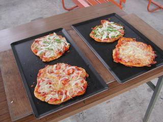 4枚のピザができます♪アツアツのうちに召し上がれ♪