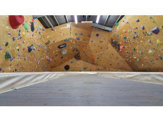 【土日プラン】筑紫野市「Climbing SUN WALL」でボルダリング!レンタル料込みなので手ぶらでOK!お子様にも人気!
