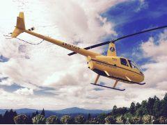 当社のロビンソン式R44が離陸するシーンです。その2