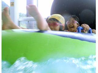 人気のウォータースライダーは全長100m!スリル満点で大人の方も楽しめます♪