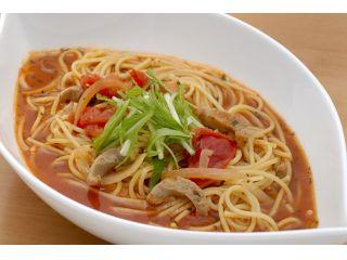 収穫体験の後はファームカフェでトマト料理を堪能できます。人気のパスタやスイーツなど大満足の内容です。