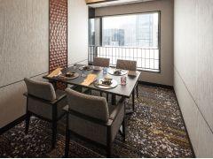 ご人数に応じた個室を完備。落ち着いた空間でお食事をお愉しみいただけます。    ※個室のご利用は個室料別途3,000円
