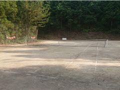 テニスもできます。ラケット、ボール貸し出し無料