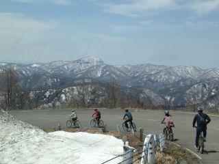 裏磐梯管内一般道路の一番高い所からスタート!天気の良い日には米沢市や月山・飯豊山なども見渡せます!