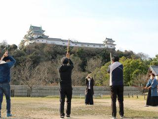 和歌山城を見渡す西之丸広場で木刀を振るう!開放感が気持ちいい!