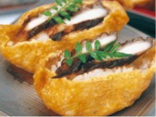 お弁当は加太で捕れた蛸を温泉水で煮込み、稲荷ずしに包み込んだ蛸稲荷(5個入り)です。