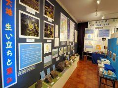 第一展示室(地層) 高郷町の地層に関する展示室です。