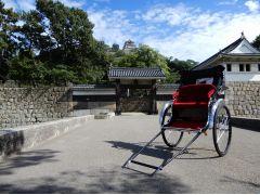 丸亀城大手門前
