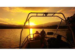 夕日と静寂に溶け込む小野川湖サンセットクルーズ