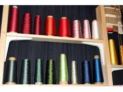 組みひも用の糸は約30色から選べます