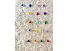 トップのパーツの他に小さな虹の光を映し出すミドルサイズのスワロをふたつお選びいただけます。