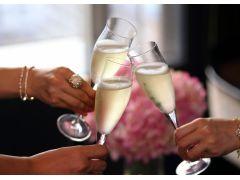 食事に良く合うシャンパンやワインも各種取り揃えております
