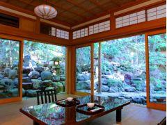 本店 小座敷 すべてのお部屋から日本庭園が望めます