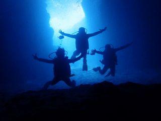 絶景絶叫神秘の満足度100%!パラセーリング&フライボード&ウェイクボード&青の洞窟ボートダイビングの4点セット