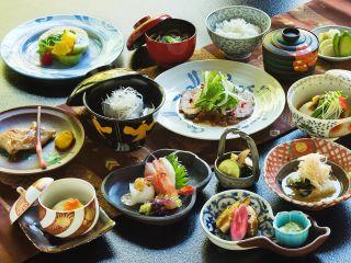 """【旬の美食と温泉堪能】土地の食材を使った""""本格加賀懐石""""日本の良さを味わう<夕呑みで寛ぎのひととき>"""
