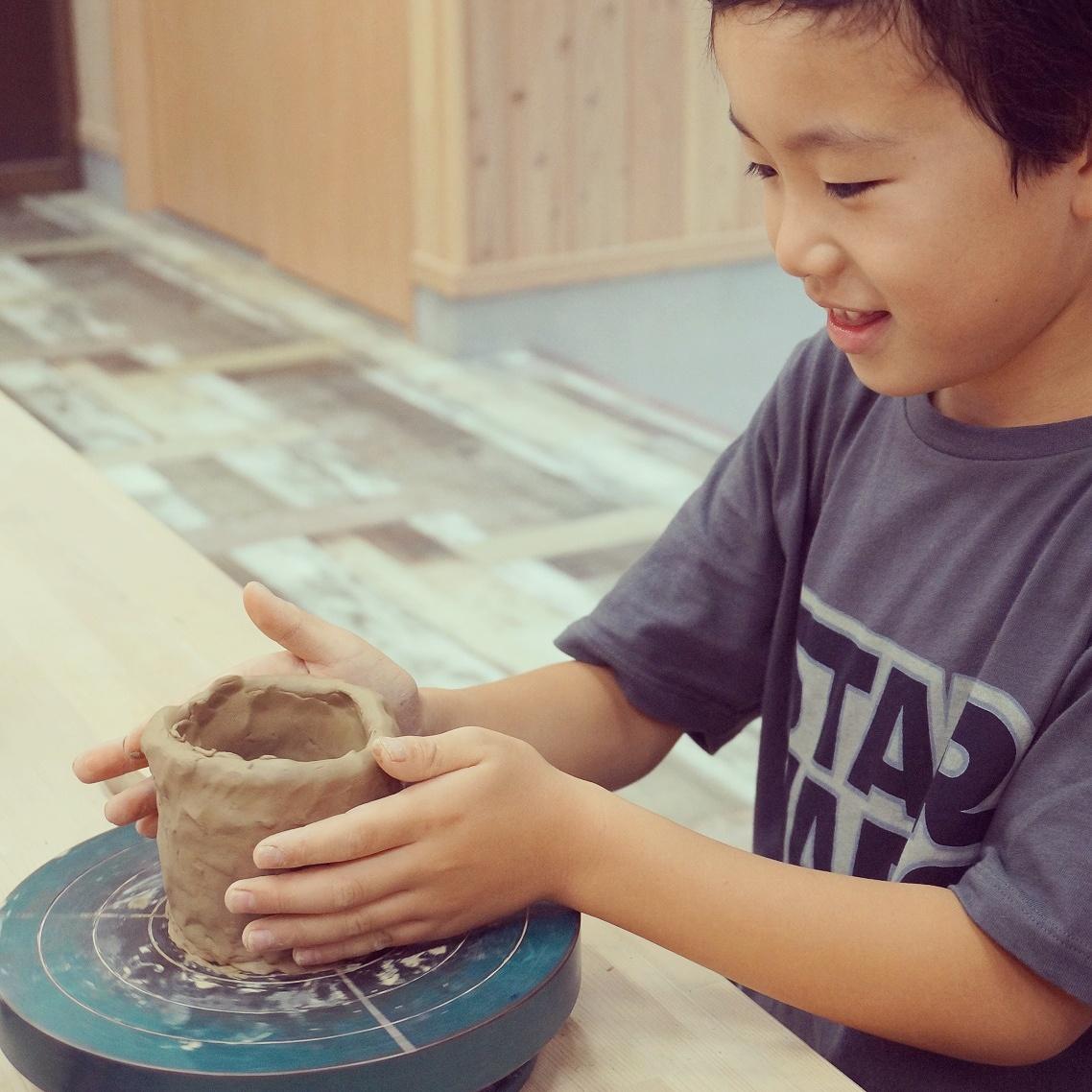 【鳴門市×陶芸体験】伝統の窯元で手びねり体験◆コップorお茶碗orお皿が作れる!