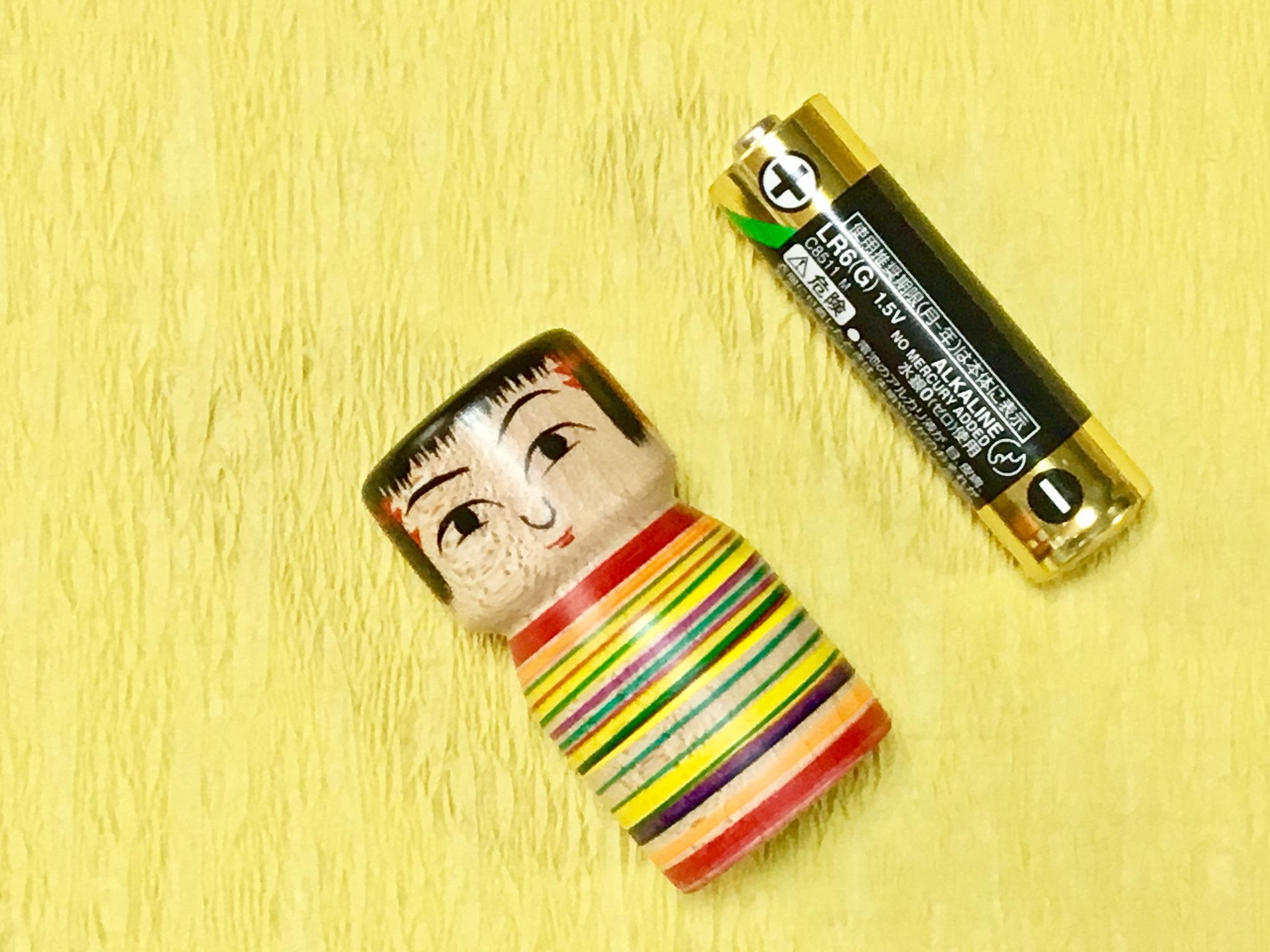 【可愛いだけじゃない!実用的な電池変換こけし★】銀山温泉でユニークなこけしの絵付...