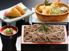 ★選べるランチメニュー★\冷やし蕎麦と天婦羅定食★/(※写真はイメージです。内容は季節により異なる場合がございます。)