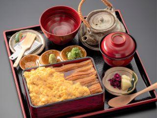 和食処SATORI(茶兎里)天然あなご箱飯+ふわとろ出汁玉子+〆の出汁茶漬け付