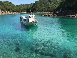 竜串海域公園の見残し海岸湾内に浮かぶ「竜串グラスボート」 ★お客様だけの貸切にて!
