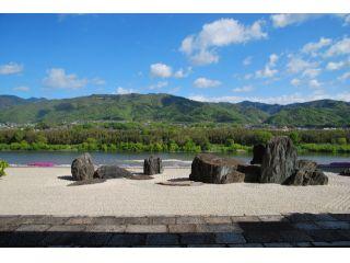 【美しき絶景】日本で唯一川を借景とした石庭 本楽寺