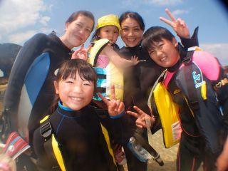 お子様とも一緒に参加できでき家族で沖縄の海を楽しめる!