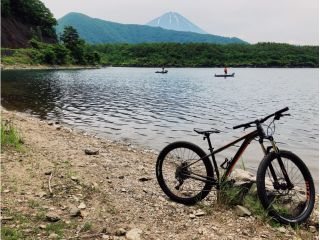 富士五湖で一番神秘的な湖、西湖を巡るツアーです!