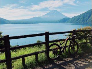 富士五湖最西端の本栖湖をゆったりと周遊。
