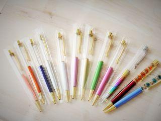 その時の在庫のなかからボールペンカラーは選択いただけます。この色がいい!というご希望があれば2週間くらい前に事前にお問い合わせください。